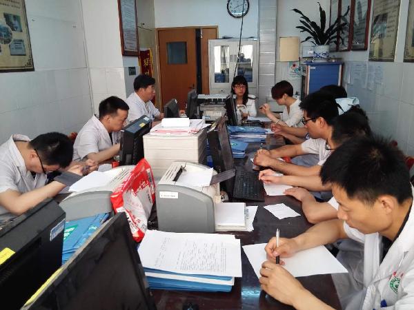 药研机构对全院各专业科室新版SOP开展培训工作